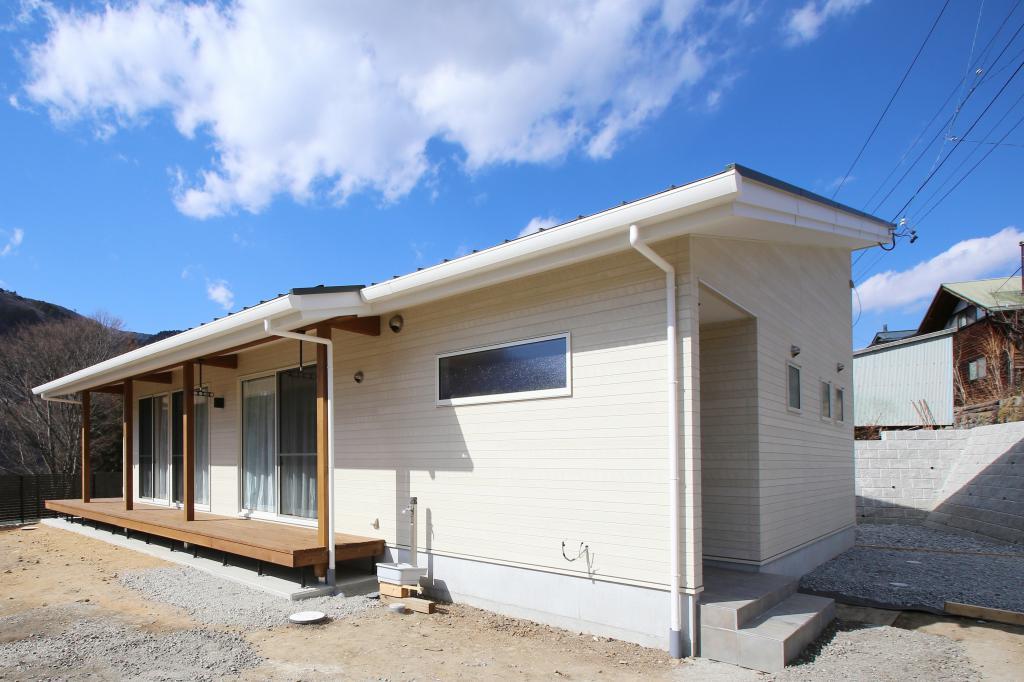 美和湖を望む平屋住宅